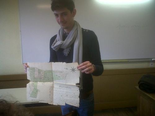 Cédric présentant un relevé cadastral du  19°siècle.jpg